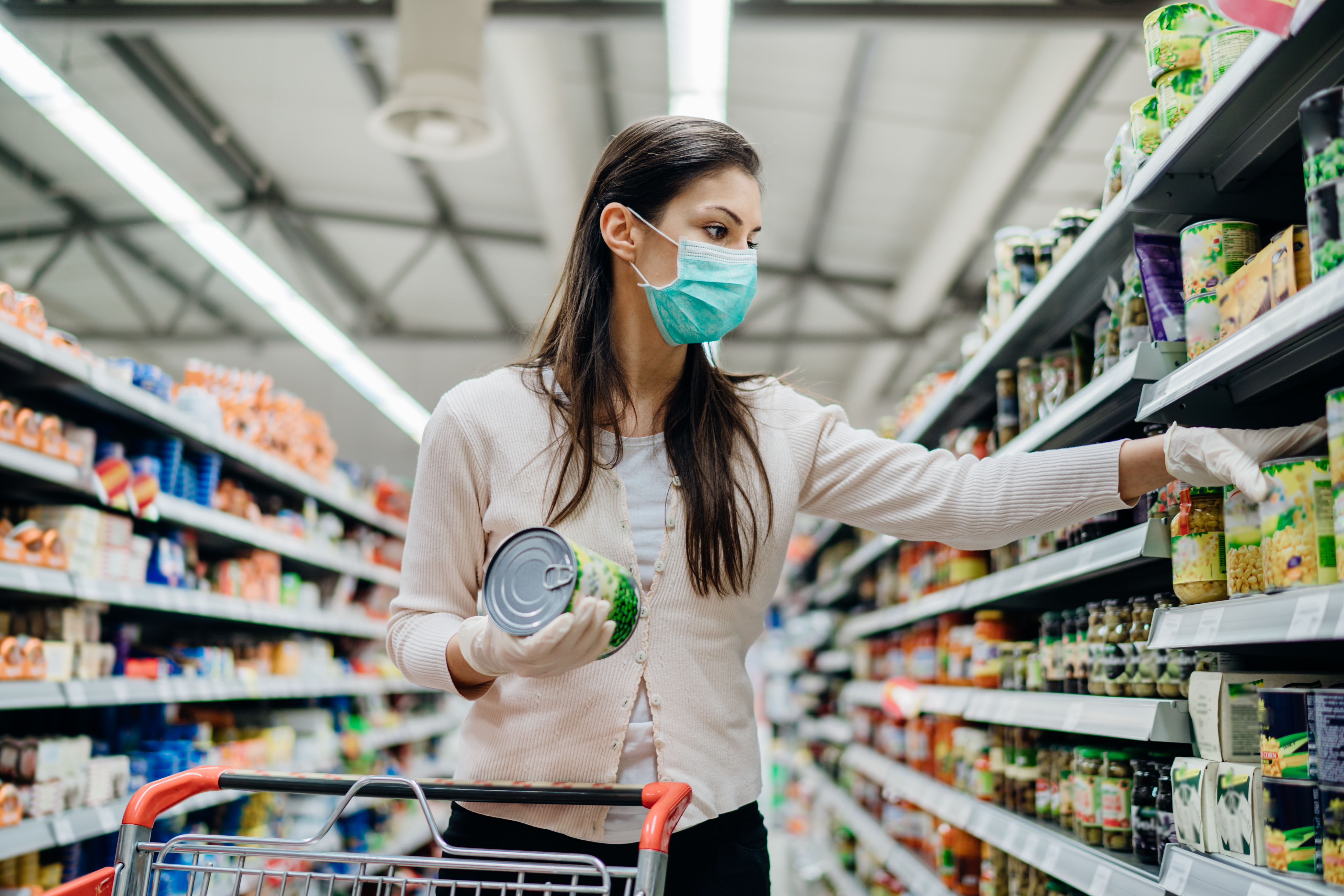 Woman wearing a face mask grocery shopping